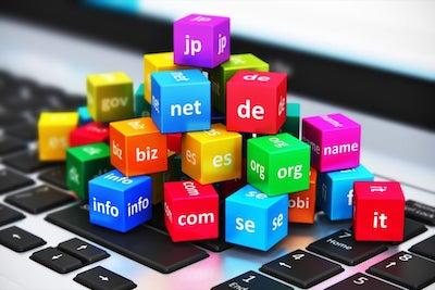 Registra il dominio scelto, e sottoscrivi il piano di hosting più adatto al tuo blog WordPress